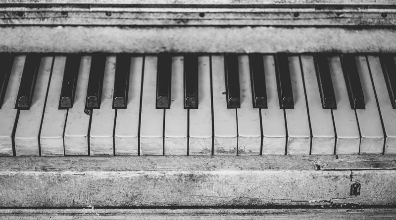 Old Junk Piano - Free Thoughts Portal